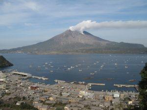 海潟漁港と桜島