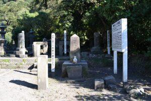 八百姫の墓