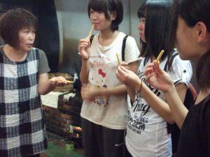 垂水の産業「松永製菓の芋かりんとう」試食