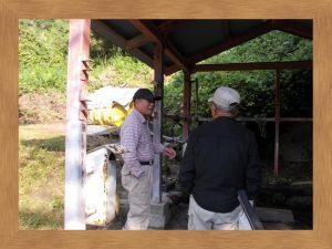森の駅、汲みに来る人が多い