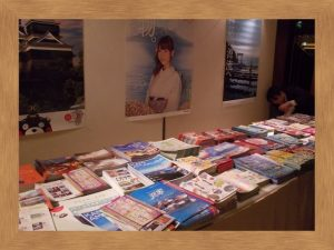 宮崎、熊本、鹿児島のそれぞれの町がパンフレットをいっぱい並べてPR