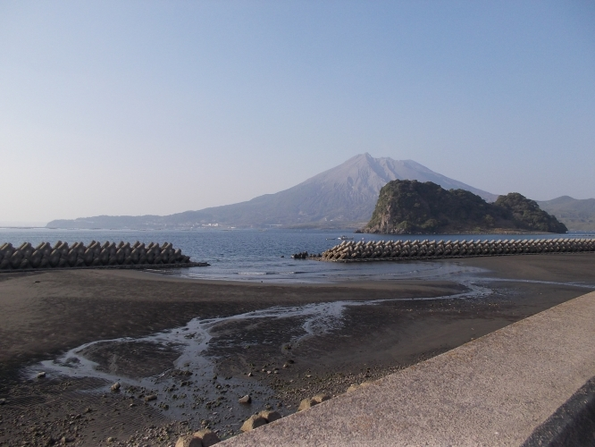 江ノ島、近衛信輔(信尹)公が鎌倉から見る江ノ島と富士山に似ているとして命名した