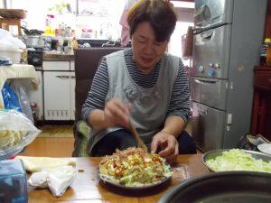 広島風お好み焼きを作ってくれました。