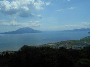 300Mの高台からみた錦江湾と桜島